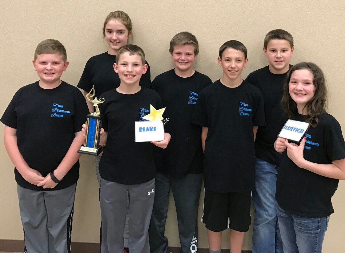 5th grade Quiz Bowl Team is 2016-2017 District Champion and Regional Runner-Up!
